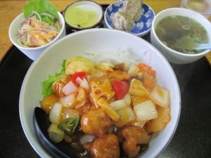 深川豚肩ロースの野菜いっぱいすぶた丼