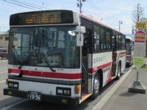 深川市立病院前に停車中の空知中央バスの写真