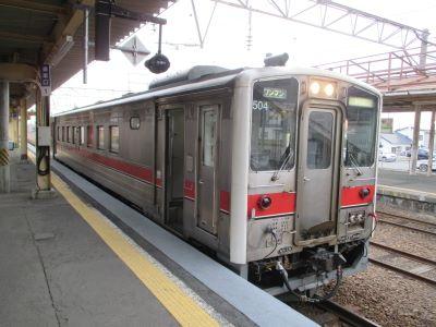 深川駅に到着した列車の写真