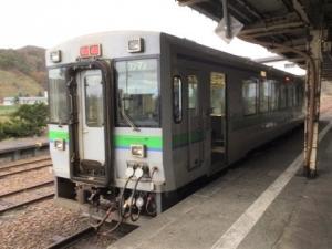 留萌駅ホームに到着した列車の写真